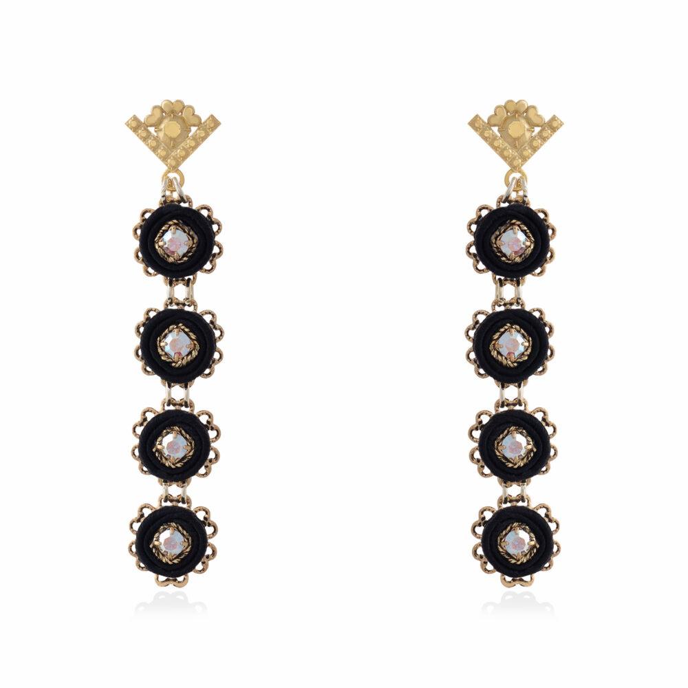 Orecchini pendenti lunghi piccoli e leggeri con cerchi in tessuto e decorazioni in cristalli swarovski neri