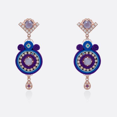 Orecchino leggero da donna pendente con goccia. Bronzo e argento oro rosa, stoffa e passamaneria seta colorata viola e blu